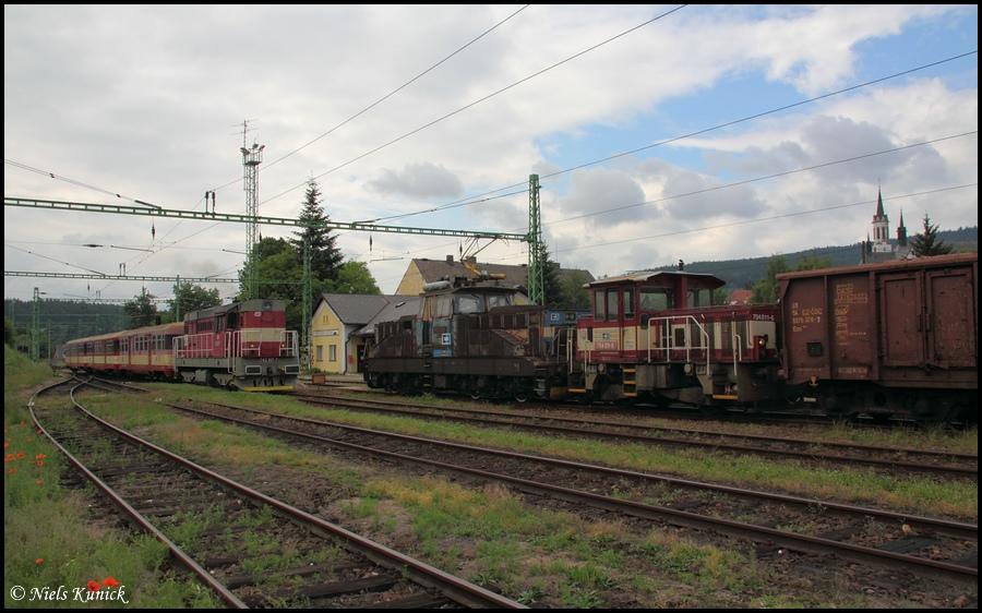 picture: http://www.bahnhof-oschatz.de/900/X-CZ_Vyssi-Brod-Klaster_2011-06-14_02.JPG